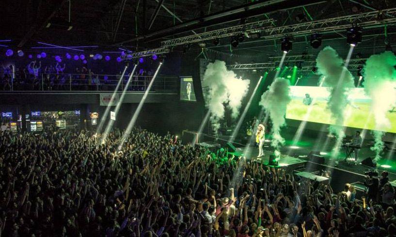 Фото - Углекислотные фонтаны Аэрострим JETCO2 на концерте Dzidzio от Didzher Effects